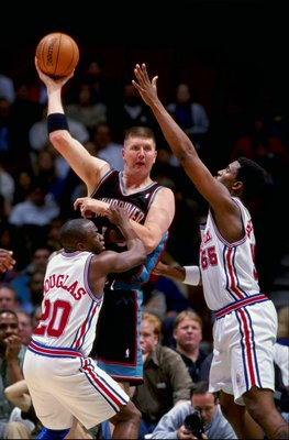 16 Feb 1999: Bryant Reeves #30 of the Vancouver Grizzles makes a overhead pass during the game against the Los Angeles Clippers at the Arrowhead Pond in Anaheim, California. The Grizzles defeated the Clippers 93-89.