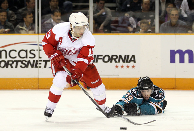 SAN JOSE, CA - NOVEMBER 30:  Pavel Datsyuk #13 of the Detroit Red Wings and Logan Couture #39 of the San Jose Sharks go for the puck at HP Pavilion on November 30, 2010 in San Jose, California.  (Photo by Ezra Shaw/Getty Images)