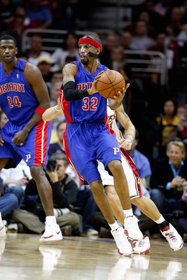 CLEVELAND - APRIL 21:  Richard Hamilton #32 of the Detroit Pistons handles the ball in Game Two of the Eastern Conference Quarterfinals against the Cleveland Cavaliers during the 2009 NBA Playoffs at Quicken Loans Arena on April 21, 2009 in Cleveland, Ohi