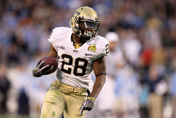 CHARLOTTE, NC - DECEMBER 26:  Dion Lewis #28 of the Pittsburgh Panthers runs with the ball against the North Carolina Tar Heels during their game on December 26, 2009 in Charlotte, North Carolina.  (Photo by Streeter Lecka/Getty Images)