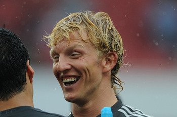 LONDON, ENGLAND - AUGUST 20:  Luis Suarez and Dirk Kuyt of Liverpool celebrate victory after the Barclays Premier League match between Arsenal and Liverpool at the Emirates Stadium on August 20, 2011 in London, England.  (Photo by Michael Regan/Getty Imag