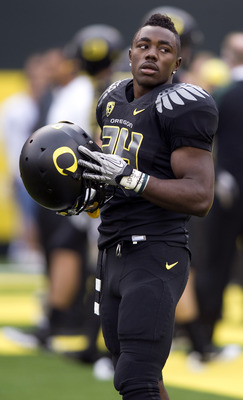 EUGENE, OR - NOVEMBER 6: Running back Kenjon Barner #24 of the Oregon Ducks warms up before the start of the game against the Washington Huskies at Autzen Stadium on November 6, 2010 in Eugene, Oregon. (Photo by Steve Dykes/Getty Images)