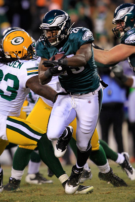 PHILADELPHIA, PA - JANUARY 09:  LeSean McCoy #25 of the Philadelphia Eagles carries the ball against the Green Bay Packers during the 2011 NFC wild card playoff game at Lincoln Financial Field on January 9, 2011 in Philadelphia, Pennsylvania.  (Photo by C