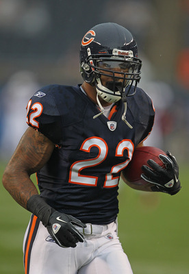 CHICAGO, IL - AUGUST 13:  Matt Forte #22 of the Chicago Bears participates in warm-ups before a preseason game against the Buffalo Bills at Soldier Field on August 13, 2011 in Chicago, Illinois. The Bears fdefeated the Bills 10-3.  (Photo by Jonathan Dani