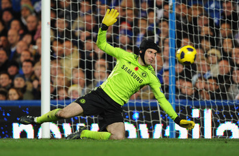 LONDON, ENGLAND - NOVEMBER 14:  Petr Cech of Chelsea keeps his eye on the ball during the Barclays Premier League match between Chelsea and Sunderland at Stamford Bridge on November 14, 2010 in London, England.  (Photo by Michael Regan/Getty Images)