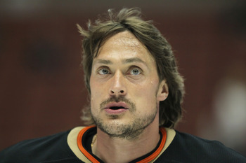 ANAHEIM, CA - FEBRUARY 27:  Teemu Selanne #8 of the Anaheim Ducks looks on prior to the start of the game against the Colorado Avalanche at Honda Center on February 27, 2011 in Anaheim, California.  (Photo by Jeff Gross/Getty Images)