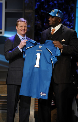 NEW YORK - APRIL 25:  NFL Commissioner Roger Goodell poses with with Jacksonville Jaguars #8 draft pick Eugene Monroe at Radio City Music Hall for the 2009 NFL Draft on April 25, 2009 in New York City  (Photo by Jeff Zelevansky/Getty Images)
