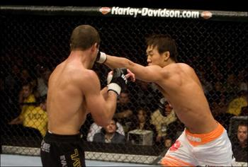 Ufc82_07_okami_vs_t_445655a_display_image