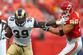 KANSAS CITY, MO - AUGUST 26: Steven Jackson #39 of the St. Louis Rams rushes past Andy Studebaker #96 of the Kansas City Chiefs during a pre-season game at Arrowhead Stadium  on August 26, 2011 in Kansas City, Missouri.  (Photo by Dilip Vishwanat/Getty Im