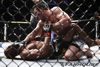 Chael_sonnen_vs_anderson_silva_broken_ribs_display_image