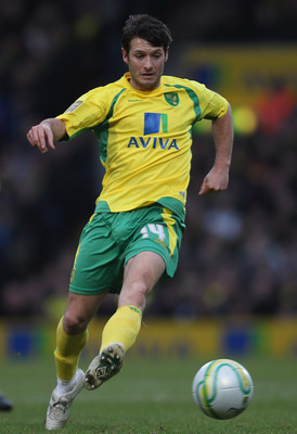 NORWICH, ENGLAND - JANUARY 15:  Wes Hoolahan of Norwich City in action during the npower Championship match between Norwich City and  Cardiff City at Carrow Road on January 15, 2011 in Norwich, England.  (Photo by Mark Thompson/Getty Images)