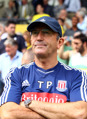 NORWICH, ENGLAND - AUGUST 21:  Tony Pulis, manager of Stoke looks on before the Barclay's premier league match between Norwich and Stoke City at Carrow Road on August 21, 2011 in Norwich, England.  (Photo by Julian Finney/Getty Images)