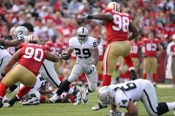SAN FRANCISCO, CA - AUGUST 20:  Michael Bush #29 of the Oakland Raiders runs with the ball against the San Francisco 49ers at Candlestick Park on August 20, 2011 in San Francisco, California.  (Photo by Ezra Shaw/Getty Images)