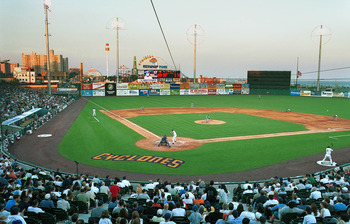 391095 08: The Brooklyn Cyclones play their season opener in new Keyspan Park against the Mahoning Valley Snappers June 25, 2001 in Brooklyn, New York. The Cyclones are the class A short-season New York-Penn league affiliate of the New York Mets and are t