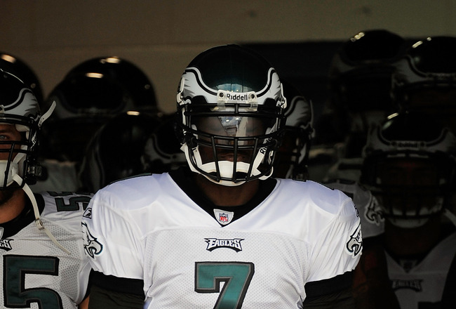 JACKSONVILLE, FL - SEPTEMBER 26:  Quarterback Michael Vick #7 of the Philadelphia Eagles prepares to come out of the tunnel to take on the Jacksonville Jaguars at EverBank Field on September 26, 2010 in Jacksonville, Florida.  (Photo by Doug Benc/Getty Im