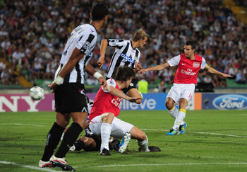 UDINE, ITALY - AUGUST 24:  Robin van Persie of Arsenal scores his goal during the UEFA Champions League play-off second leg match between Udinese Calcio and Arsenal FC at the Stadio Friuli on August 24, 2011 in Udine, Italy.  (Photo by Jamie McDonald/Gett