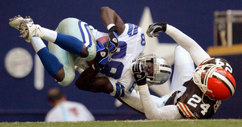 Antonio Bryant makes a tough grab against the Browns in 2004.