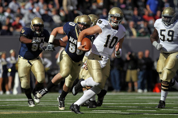 EAST RUTHERFORD, NJ - OCTOBER 23:  Dayne Crist #10 of the Notre Dame Fighting Irish rushes against the Navy Midshipmen at New Meadowlands Stadium on October 23, 2010 in East Rutherford, New Jersey.  (Photo by Nick Laham/Getty Images)