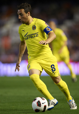 VALENCIA, SPAIN - APRIL 10:  Santi Cazorla of Villarreal in action during the La Liga match between Valencia and Villarreal at Estadio Mestalla on April 10, 2011 in Valencia, Spain. Valencia won 5-0.  (Photo by Manuel Queimadelos Alonso/Getty Images)