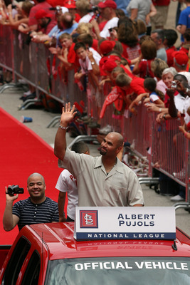 ST LOUIS, MO - JULY 14:  Albert Pujols of the St. Louis Cardinals takes part in the MLB All-Star Game Red Carpet Parade on July 14, 2009 in St Louis, Missouri.  (Photo by Dilip Vishwanat/Getty Images)