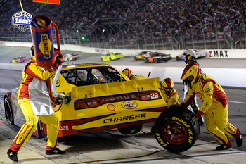 BRISTOL, TN - AUGUST 27:  Kurt Busch, driver of the #22 Shell/Pennzoil Dodge, makes a pit stop during the NASCAR Sprint Cup Series Irwin Tools Night Race at Bristol Motor Speedway on August 27, 2011 in Bristol, Tennessee.  (Photo by John Harrelson/Getty I