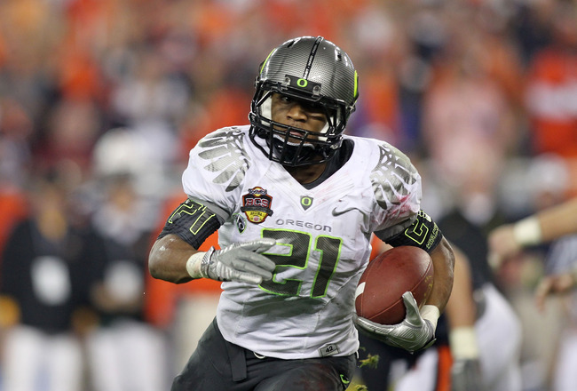 GLENDALE, AZ - JANUARY 10:  LaMichael James #21 of the Oregon Ducks runs down field against the Auburn Tigers during the Tostitos BCS National Championship Game at University of Phoenix Stadium on January 10, 2011 in Glendale, Arizona.  (Photo by Jonathan