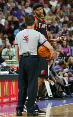 SACRAMENTO, CA -  DECEMBER 21:  Rasheed Wallace #30 of the Portland Trailblazers argues with a referee against the Sacramento Kings during an NBA game on December 21, 2003 at Arco Arena in Sacramento, California.  NOTE TO USER: User expressly acknowledges