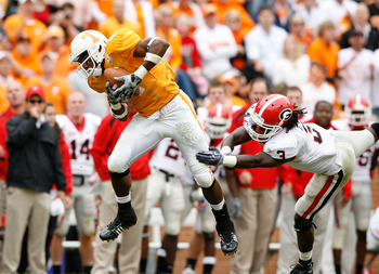 KNOXVILLE, TN - OCTOBER 10: Gerald Jones #4 of the Tennessee Volunteers catches a pass while defended by Bryan Evans #3 of the Georgia Bulldogs during the SEC game at Neyland Stadium on October 10, 2009 in Knoxville, Tennessee. (Photo by Andy Lyons/Getty