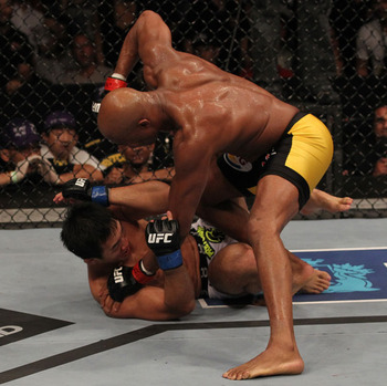 Ufc134_12_silva_vs_okami_015_display_image