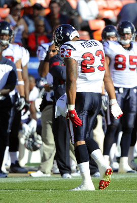 SAN FRANCISCO - AUGUST 27: Arian Foster #23 of the Houston Texans walks off the field holding his hamstring muscle against the San Francisco 49ers during an NFL pre-season football game at Candlestick Park August 27, 2011 in San Francisco, California. (Ph