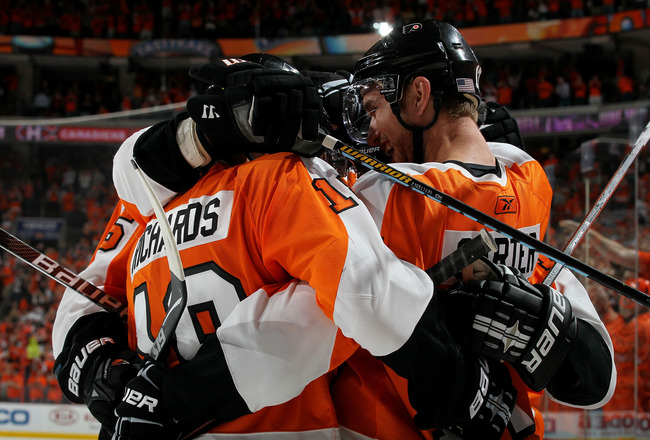 PHILADELPHIA - MAY 24:  Jeff Carter #17 of the Philadelphia Flyers celebrates with Mike Richards #18 and members of his team after scoring a goal in the second period against the Montreal Canadiens in Game 5 of the Eastern Conference Finals during the 201