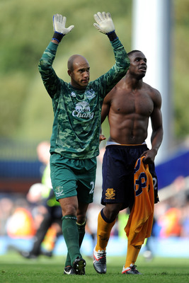 BLACKBURN, ENGLAND - AUGUST 27:  Tim Howard of Everton salutes the supporters next to team-mate Victor Anichebe at full-time following the Barclays Premier League match between Blackburn Rovers and Everton at Ewood Park on August 27, 2011 in Blackburn, En