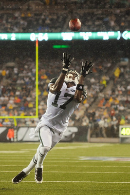 EAST RUTHERFORD, NJ - AUGUST 21:  Plaxico Burress #17 of the New York Jets catches a touchdown in the second quarter against the Cincinnati Bengals during their preseason game on August 21, 2011 at the New Meadowlands Stadium in East Rutherford, New Jerse