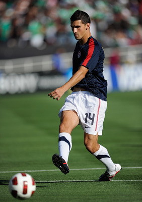 PASADENA, CA - JUNE 25:   Eric Lichaj #14 of United States during the 2011 CONCACAF Gold Cup Championship against Mexico at the Rose Bowl on June 25, 2011 in Pasadena, California.  (Photo by Kevork Djansezian/Getty Images)