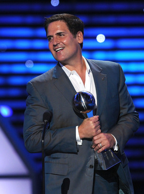 LOS ANGELES, CA - JULY 13: NBA owner Mark Cuban accepts award for best team at The 2011 ESPY Awards at Nokia Theatre L.A. Live on July 13, 2011 in Los Angeles, California.  (Photo by Kevin Winter/Getty Images)