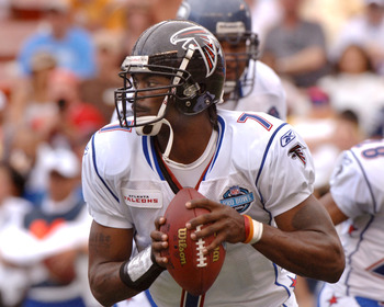Atlanta Falcons quarterback Michael Vick sets to pass February 12, 2006 at the Pro Bowl at Aloha Stadium in Honolulu, Hawaii.  (Photo by Al Messerschmidt/Getty Images)