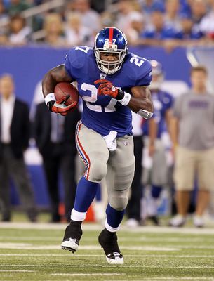 EAST RUTHERFORD, NJ - AUGUST 29:   Brandon Jacobs #27 of the New York Giants runs the ball against the New York Jets during their pre season game on August 29, 2011 at MetLife Stadium in East Rutherford, New Jersey.  (Photo by Jim McIsaac/Getty Images)