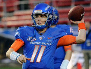 LAS VEGAS, NV - DECEMBER 22:  Quarterback Kellen Moore #11 of the Boise State Broncos warms up before playing against the Utah Utes in the MAACO Bowl Las Vegas at Sam Boyd Stadium December 22, 2010 in Las Vegas, Nevada. Boise State Won 26-3.  (Photo by Et