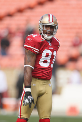 SAN FRANCISCO, CA - AUGUST 20:  Braylon Edwards #81 of the San Francisco 49ers warms up before their game against the Oakland Raiders at Candlestick Park on August 20, 2011 in San Francisco, California.  (Photo by Ezra Shaw/Getty Images)