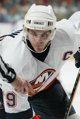 PHILADELPHIA - NOVEMBER 09:  Alexei Yashin #79 of the New York Islanders prepares to face off against the Philadelphia Flyers at the Wachovia Center on November 9,2006 in Philadelphia, Pennsylvania. The Islanders defeated the Flyers, 3-1.  (Photo by Len R