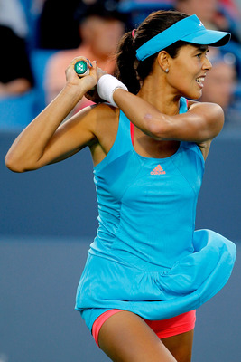 MASON, OH - AUGUST 15: Ana Ivanovic of Serbia returns a shot to Alexa Glatch during the Western & Southern Open at the  Lindner Family Tennis Center on August 15, 2011 in Mason, Ohio.  (Photo by Matthew Stockman/Getty Images)