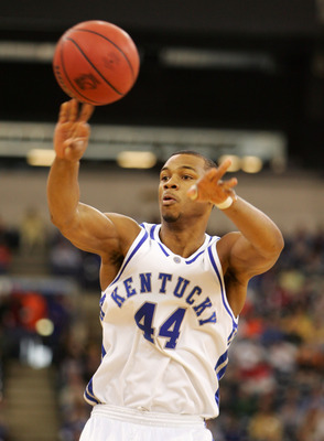 INDIANAPOLIS - MARCH 17:  Chuck Hayes #44 of the Kentucky Wildcats throws a pass against the Eastern Kentucky Colonels in the first round game of the NCAA Division I Men's Basketball Tournament March 17, 2005 at RCA Dome in Indianapolis, Indiana. The Kent