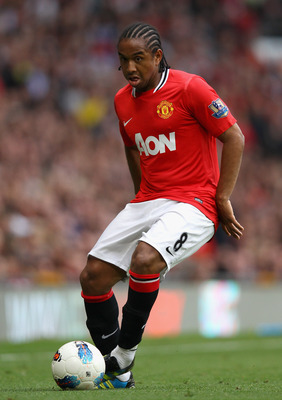 MANCHESTER, ENGLAND - AUGUST 28:  Anderson of Manchester United with the ball during the Barclays Premier League match between Manchester United and Arsenal at Old Trafford on August 28, 2011 in Manchester, England.  (Photo by Alex Livesey/Getty Images)