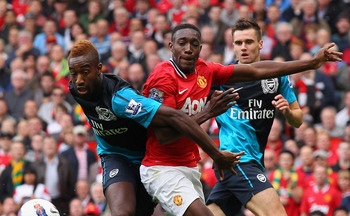 MANCHESTER, ENGLAND - AUGUST 28:  Danny Welbeck of Manchester United holds off the challenge by Johan Djourou of Arsenal during the Barclays Premier League match between Manchester United and Arsenal at Old Trafford on August 28, 2011 in Manchester, Engla