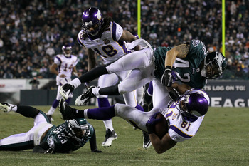 PHILADELPHIA, PA - DECEMBER 28: Kurt Coleman #42 of the Philadelphia Eagles tackles Visanthe Shiancoe #81 of the Minnesota Vikings at Lincoln Financial Field on December 28, 2010 in Philadelphia, Pennsylvania. (Photo by Jim McIsaac/Getty Images)