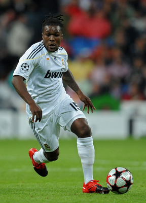 MADRID, SPAIN - OCTOBER 21:  Royston Drenthe of Real Madrid runs with the ball during the Champions League group C match between Real Madrid and AC Milan at the Estadio Santiago Bernabeu on October 21, 2009 in Madrid, Spain. AC Milan won the match 3-2.  (