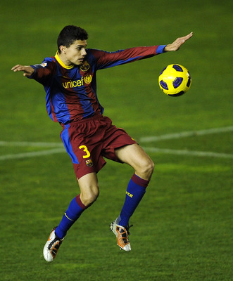 BARCELONA, SPAIN - JANUARY 08: Marc Bartra of  FC Barcelona B controls the ball during the La Liga Adelante match between FC Barcelona B and Girona at Mini Estadi on January 8, 2011 in Barcelona, Spain.  (Photo by David Ramos/Getty Images)