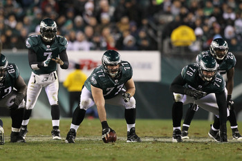 PHILADELPHIA, PA - DECEMBER 02:  Mike McGlynn #77 of the Philadelphia Eagles gets set to snap the ball to quarterback Michael Vick #7 in the shotgun formation against the Houston Texans at Lincoln Financial Field on December 2, 2010 in Philadelphia, Penns