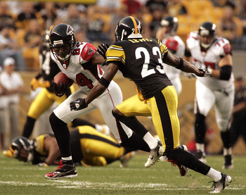 PITTSBURGH, PA - AUGUST 27:  Roddy White #84 of the Atlanta Falcons runs after the catch against Keenan Lewis #23 of the Pittsburgh Steelers during a pre-season game on August 27, 2011 at Heinz Field in Pittsburgh, Pennsylvania.  (Photo by Justin K. Aller