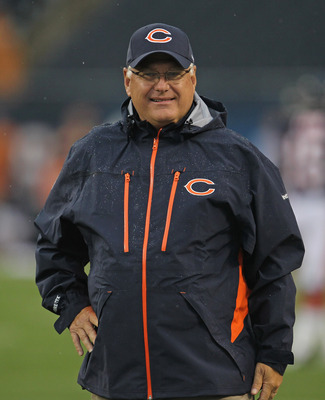 CHICAGO, IL - AUGUST 13:  Offensive coordinator Mike Martz of the Chicago Bears watches warm-ups before a preseason game against the Buffalo Bills at Soldier Field on August 13, 2011 in Chicago, Illinois. The Bears defeated the Bills 10-3.  (Photo by Jona